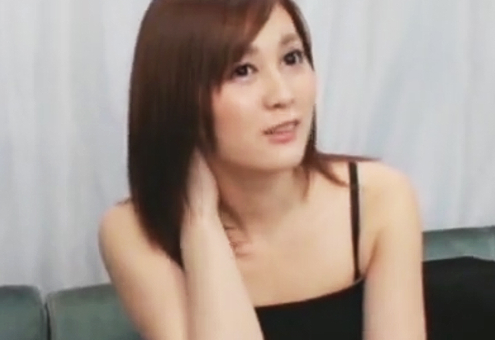 痴漢撃退トレーニングで高速手コキをする女(マジックミラー号)