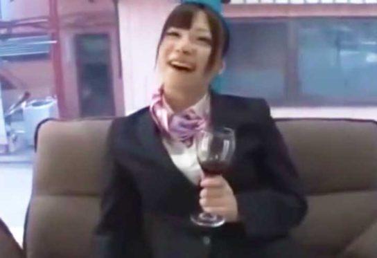 ワインで喜ぶCA(マジックミラー号)